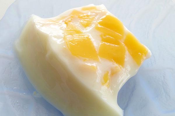 しっかりしたマンゴープリンin杏仁豆腐